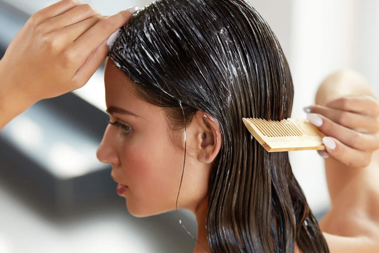 Gunakan-hair-mask-pada-bagian-batang-dan-ujung-rambut