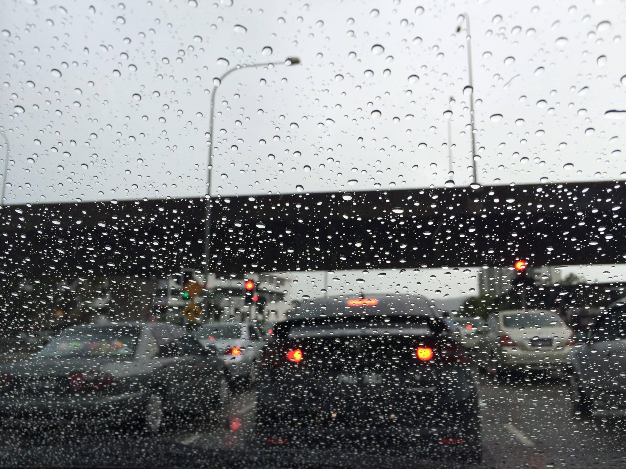 Hindari-Menggunakan-Mobil-Sehabis-Hujan
