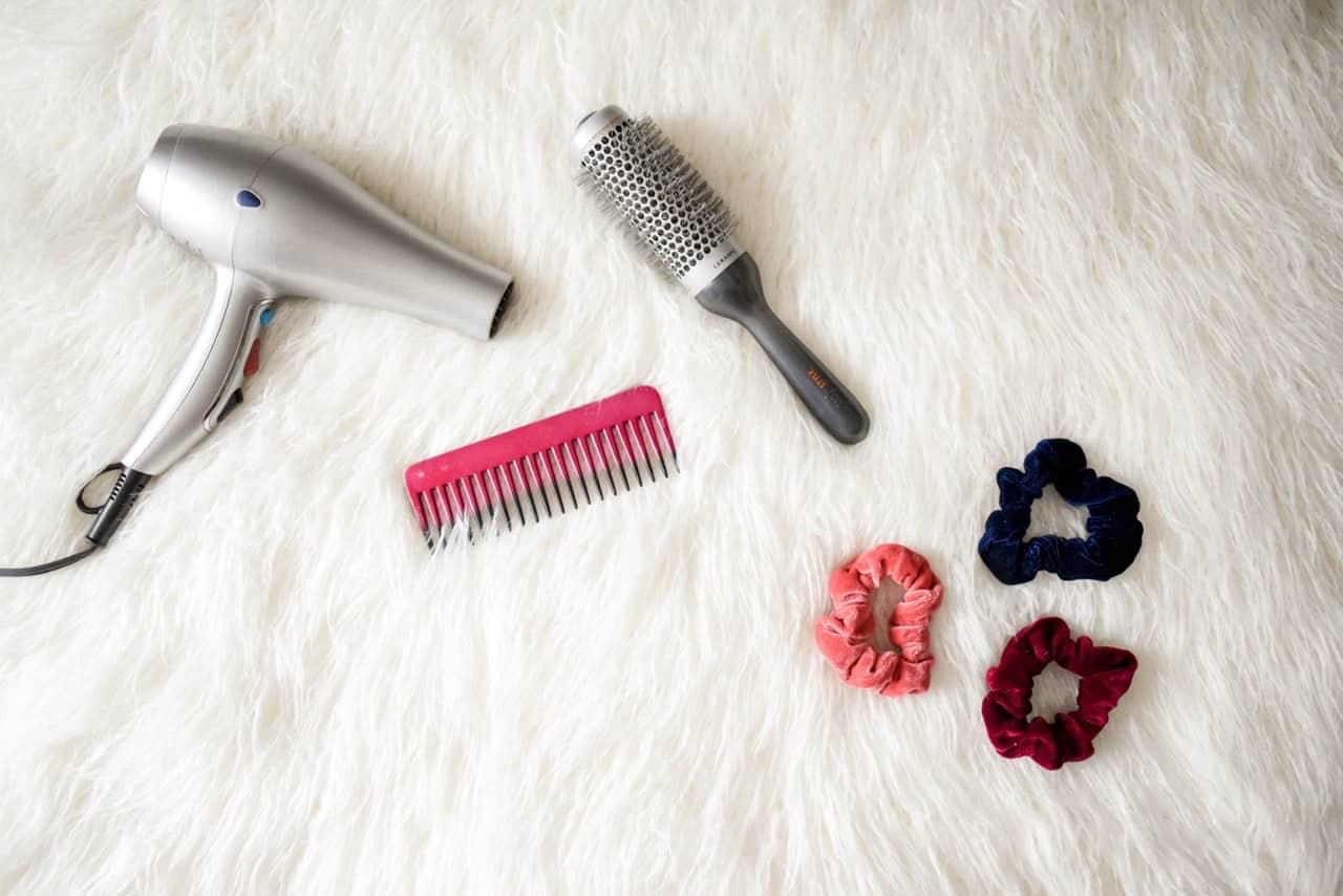 Membersihkan-Peralatan-Perawatan-Rambut-dengan-Rutin
