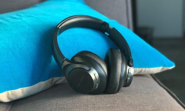 Pilih-Headphone-yang-Spesifikasinya-Lengkap
