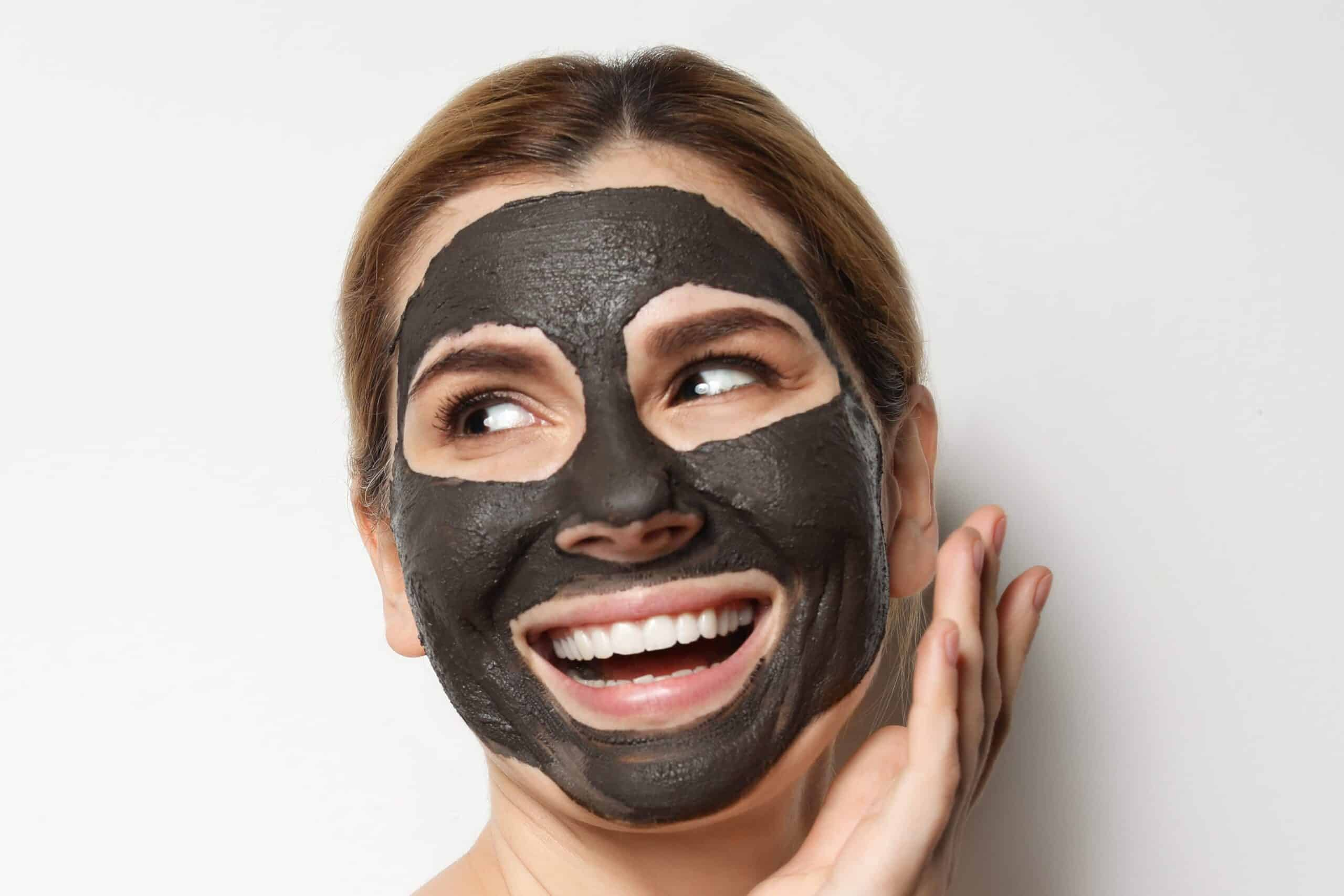 Pilih-masker-wajah-dalam-bentuk-clay-atau-charcoal