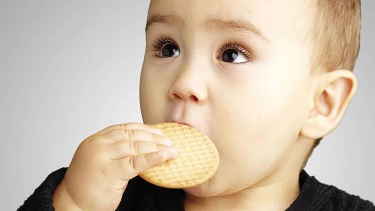 Sesuaikan-usia-bayi-dengan-biscuit