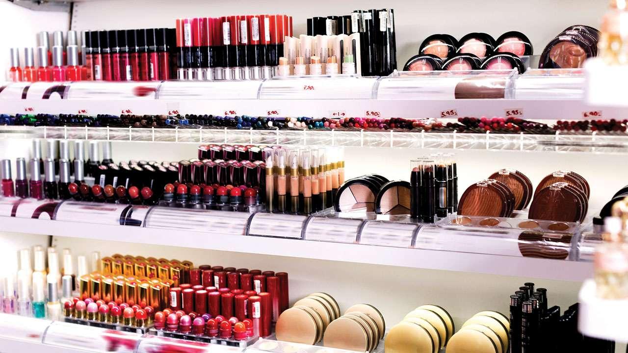 Berbelanja-kosmetik-dari-toko-resmi-atau-official-store