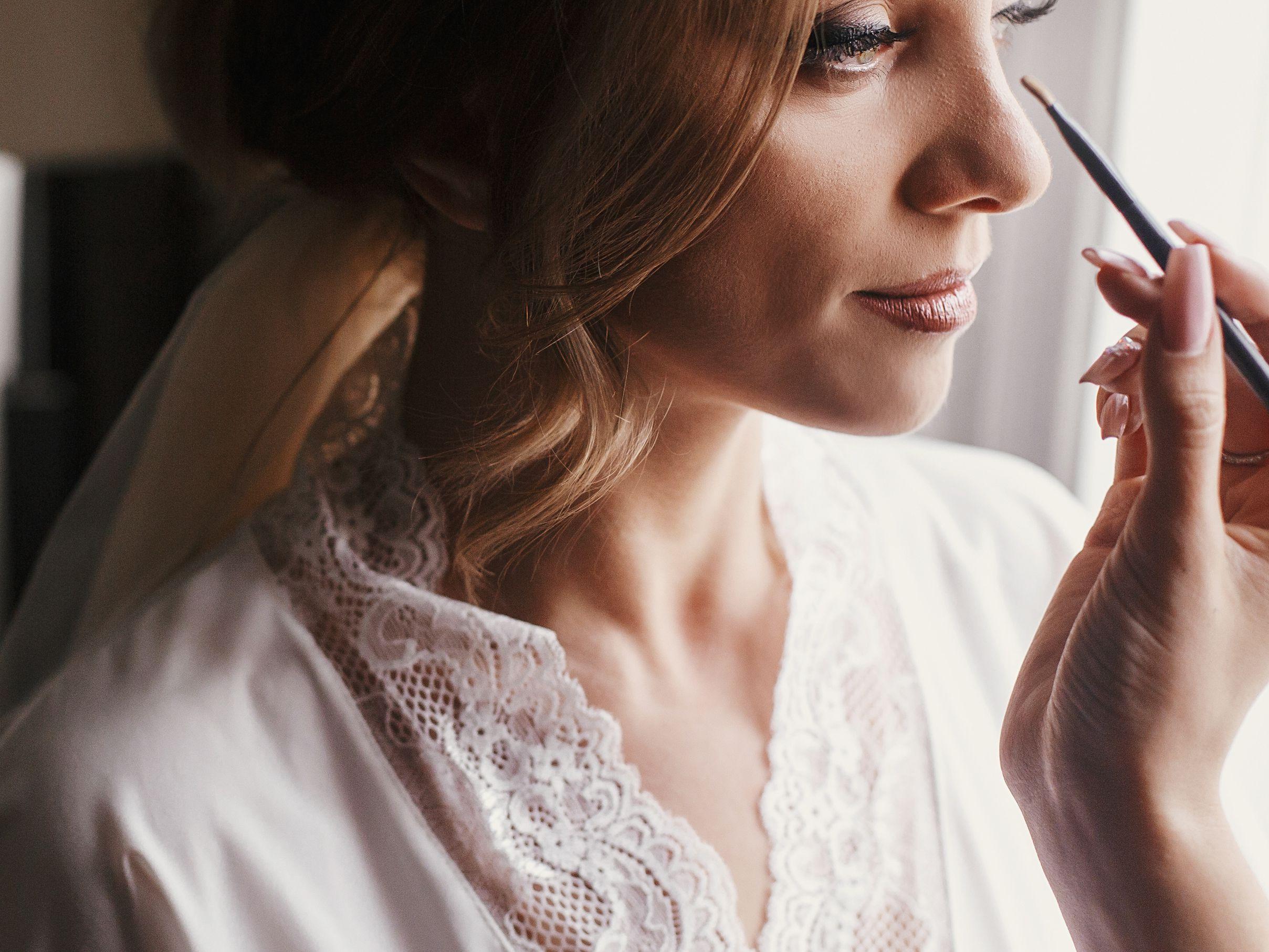 Pertimbangkan-kesesuaiannya-dengan-style-make-up-pengantin-Anda