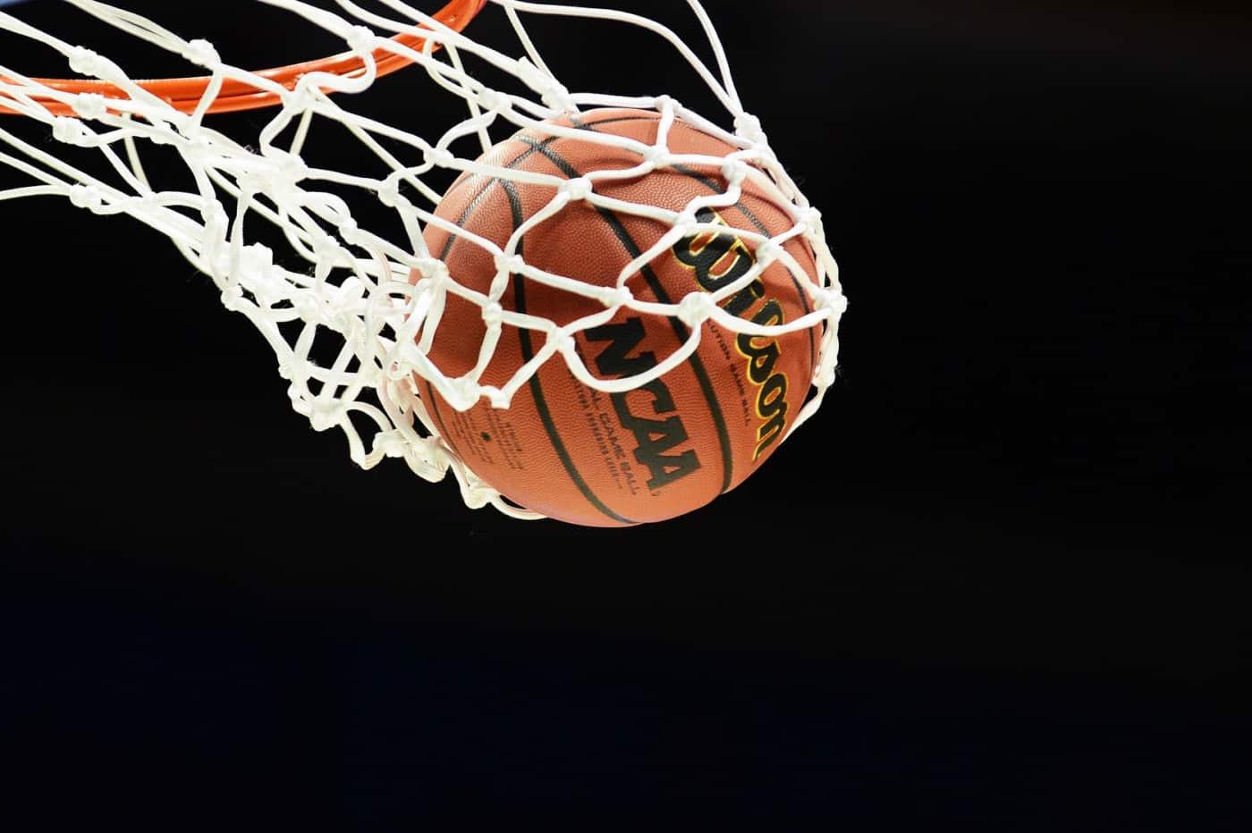 Memilih-Bahan-Dasar-Bola-Basket
