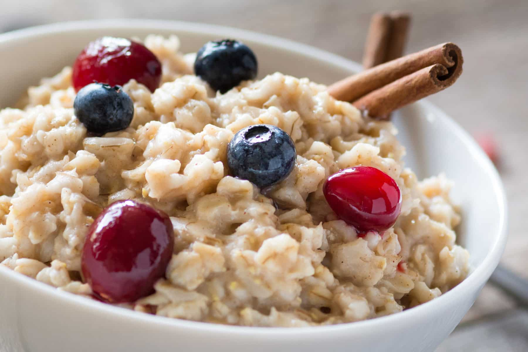 10 Merk Oatmeal Kaya Serat untuk Diet dan Masker Wajah
